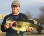 Lake Fork Pro Guide Tom Redington with a 10 lb. 6 oz. hog that bit a spinnerbait, one of 3 bass over 7 lbs caught 1-16-06